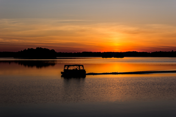 pontoon sunset big rideau lake resized 600
