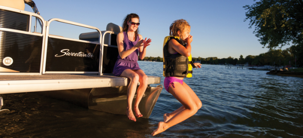 sweetwater pontoon family time