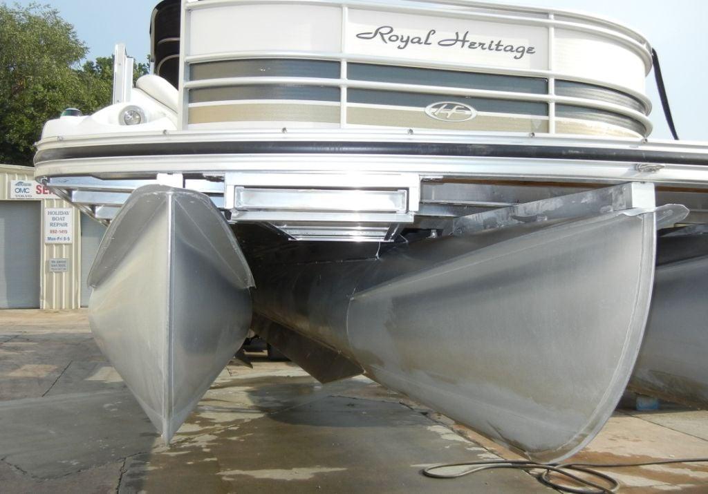triple pontoon boat